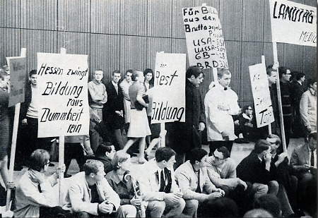 Studentische Demonstration im Marburger Auditorium maximum, 1967