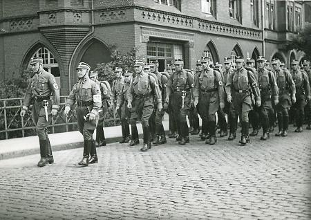 SA marschiert in Marburg, 1933-1938
