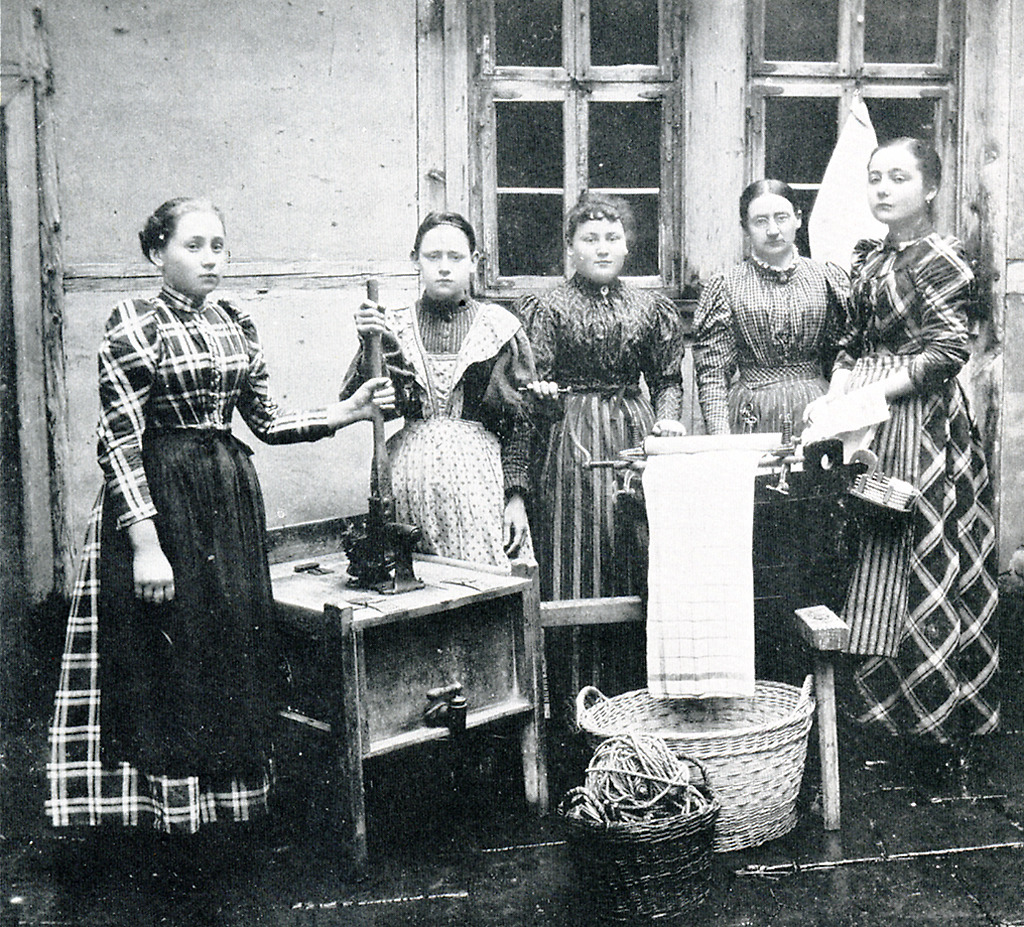 Frauen kleidung um 1900